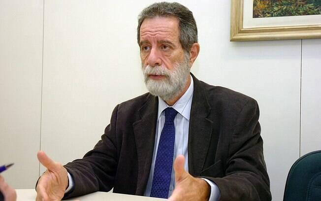 Infectologista Marcos Boulos tem quase 50 anos de formação na área