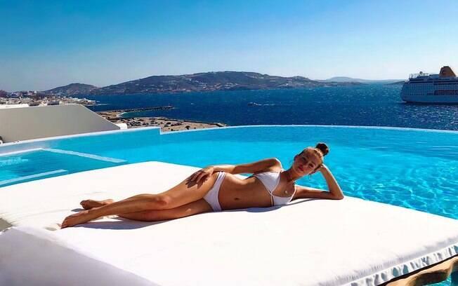 Marina Ruy Barbosa está a aproveitando o sol na Grécia e compartilhando momentos com seus seguidores