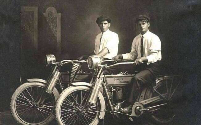 William Harley e Arthur Davidson, os fundadores das motocicletas Harley Davidson, 1914.