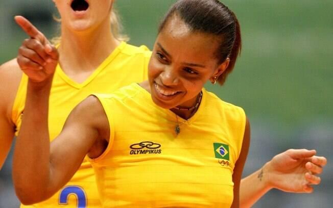 A levantadora se despediu da seleção em 2008  depois de medalhas e títulos. E aos 43 anos, ela  diz se sentir com 34