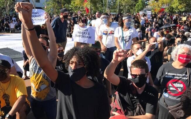 Ato contra o racismo em São Paulo no Largo da Batata