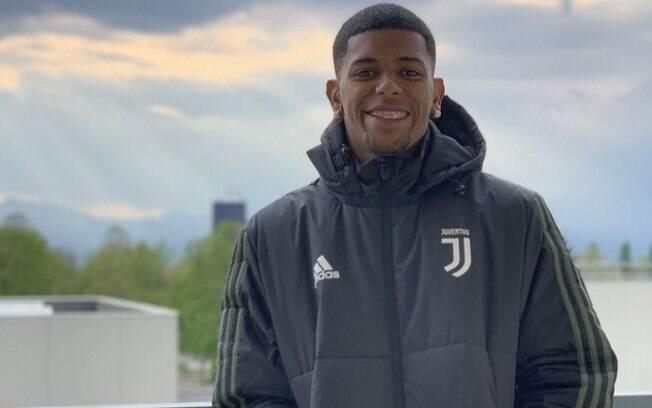 Promessa do Flamengo postou foto usando uniforme da Juventus