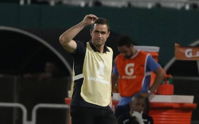 André Jardine vive momento complicado na Libertadores com o São Paulo