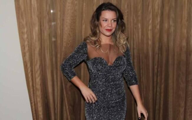 Sexy, Fernanda Souza exibe os cabelos mais loiros