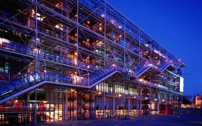 No Museu Georges Pompidou, belezas para admirar do lado de dentro e de fora do prédio