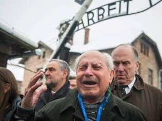 Judeus voltam ao pior símbolo do genocídio nazista, o campo de extermínio de Auschwitz