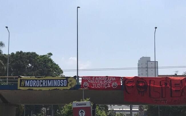 Protesto iniciou por volta das 9h dessa sexta-feira (25)