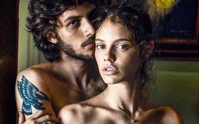 Laura Neiva e Chay Suede posam pelados para o renomado fotógrafo peruano Mario Testino. Foto faz parte de um ensaio para a Vogue Paris