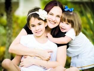 Sucesso.  Jênyce, 37, e as filhas Maria Vitoria, 7, e Maria Clara, 2, que se submeteram à técnica criada por Ciro Martinhago