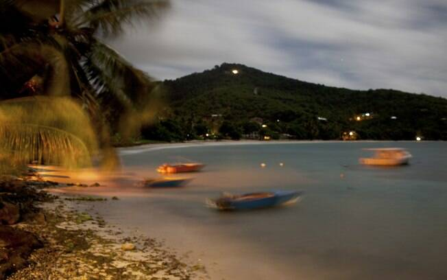 Barcos de pesca vistos do hotel Bequia Beachfront Villas, na ilha de Bequia