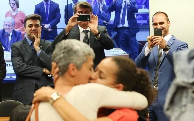 Jair Bolsonaro durante protesto com 'beijaço' gay na Câmara dos Deputados, em 2016