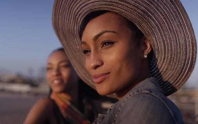 A vida de solteira tem muitas vantagens como sair com as amigas e viajar para o destino que quiser