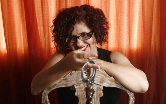 Convidada a opinar sobre o livro, Beth Vieira é leitora voraz de conteúdos eróticos