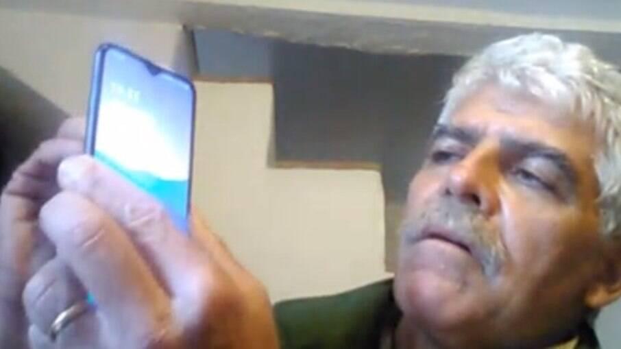 Homem desbloqueia celular com o próprio dedo decepado