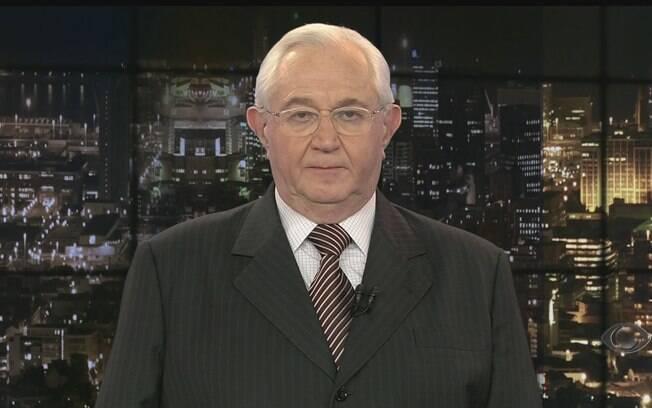 O canhoto Boris Casoy é um dos jornalistas brasileiros mais respeitados e queridos%2C muitos humoristas fazem imitações dele