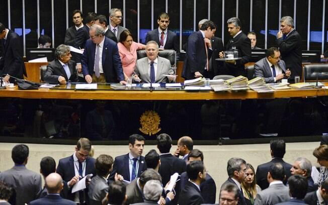 Congresso aprova Orçamento para 2017 e prevê salário mínimo de R$ 945