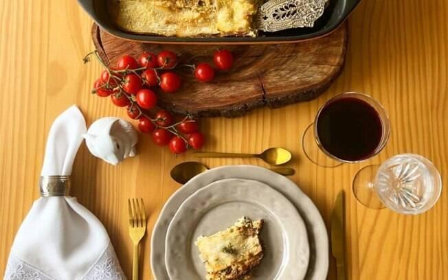 Lasanha de pupunha com bacalhau, cogumelos frescos e alho-poró