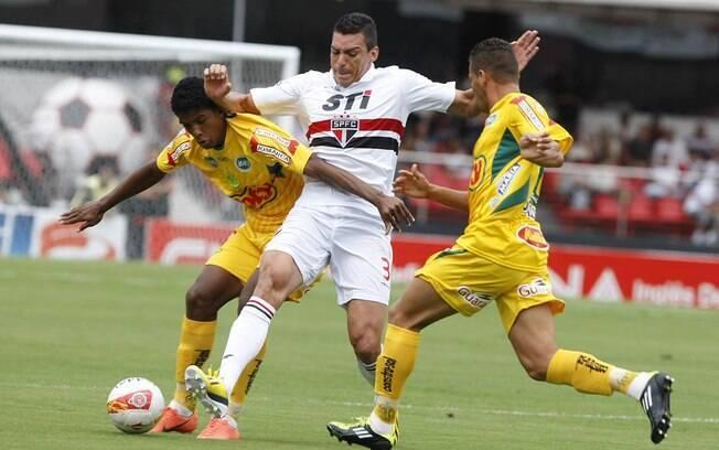 Lúcio fez sua estreia oficial pelo São Paulo