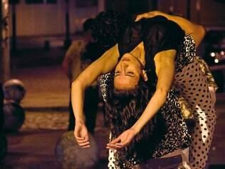 O Movasse Coletivo de Dança transforma a praça num set aberto de filmagem