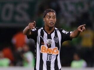 Ronaldinho, of Brazil's Atletico Mineiro, gestures during a Copa Libertadores soccer match against Colombia's Atletico Nacional, in Medellin, Colombia, Wednesday, April 23, 2014. (AP Photo/Ricardo Mazalan)