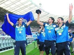 Sucesso azul. Jogadores do Sada fizeram uma volta olímpica no Mineirão pouco antes de o Cruzeiro conquistar o campeonato mineiro