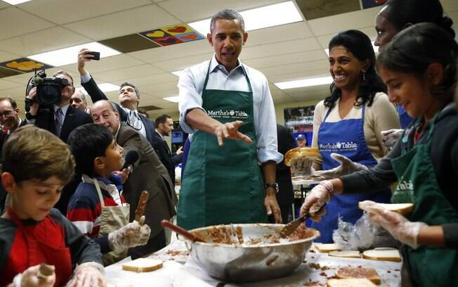 Obama visita centro de caridade em Washington (14/10/2013)