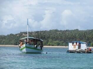Bar flutuante em Boipeba
