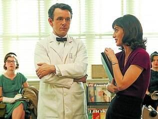 Tudo pelo sexo. Michael Sheen e Lizzy Caplan encarnam os pesquisadores Masters e Johnson na série exibida pela HBO