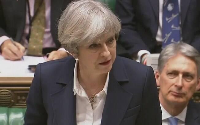 Se a moção for aprovada, Theresa May continuará no cargo apenas até um substituto ser definido