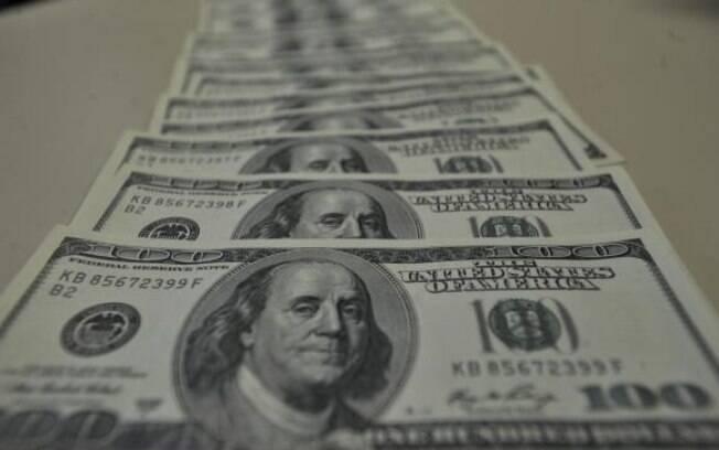 Dólar subiu no dia seguinte à decisão do Copom de manter a taxa Selic em 14,25% ao ano