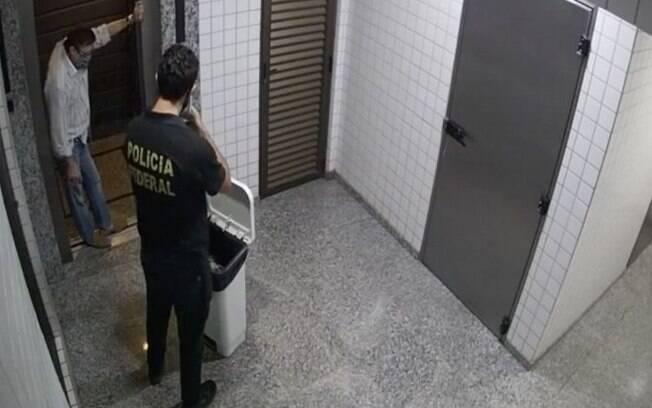 Conselheiro do Tribunal de Contas do Mato Grosso tentou jogar provas de corrupção no lixo, mas foi flagrado por policial federal