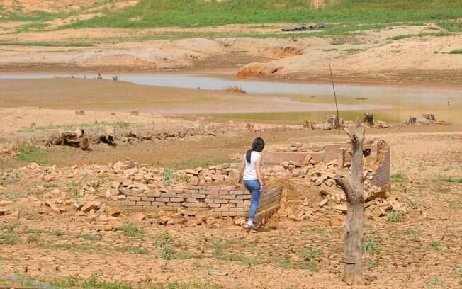 Represa do Jaguari, na cidade de Vargem, em setembro; veja mais imagens da situação dos reservatórios do Sistema Cantareira