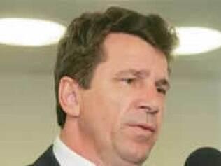 Ivo Cassol, de Rondônia, admite escolher como secretário amigo envolvido em suposto desvio de verbas públicas.