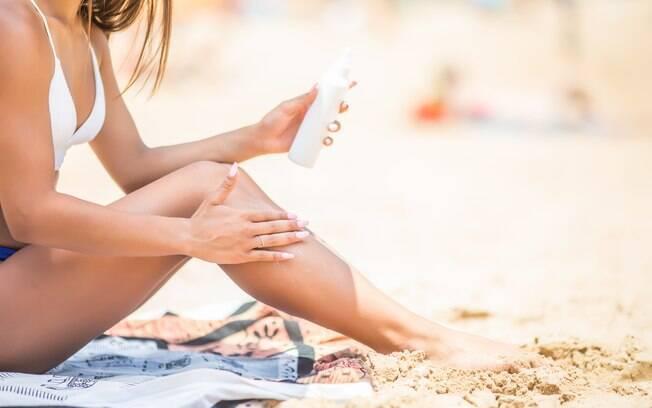 Dermatologistas indicam o uso de protetor solar com fator de proteção mínimo 30