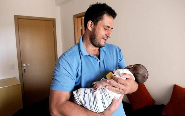 Especialistas garantem que licença-paternidade estendida é positivo