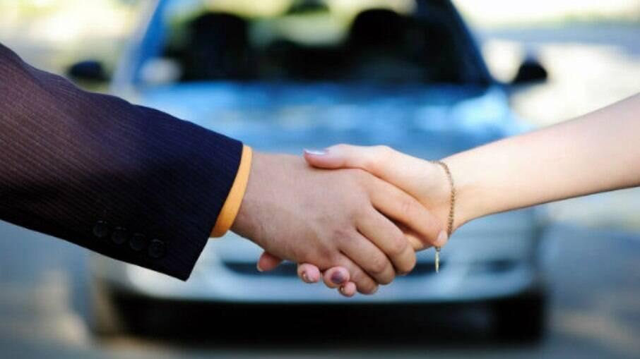 para conseguir comprar um carro com os benefício da venda direta é preciso cumprir uma série de  requisitos