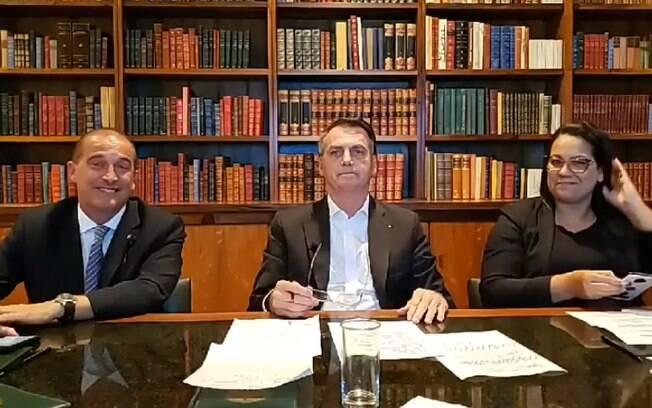 Ao lado de Onyx, Bolsonaro fez brincadeira com o deputado Hélio Negão