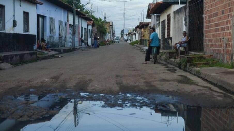 Falta de saneamento dificulta combate à pandemia, dizem especialistas