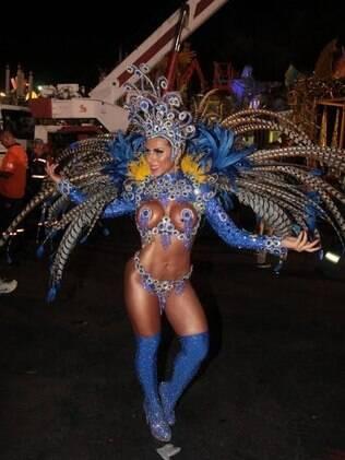 Ana Paula Minerato em desfile da Gaviões da Fiel em 2014