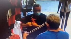 Idosos são flagrados furtando camisa do Flamengo