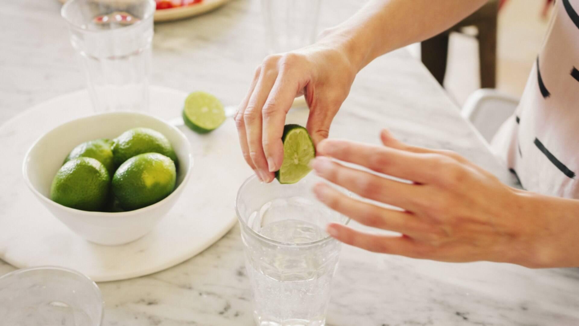 Água com limão: 8 dúvidas que você ainda não teve resposta - Alimentação e  Bem-Estar - iG