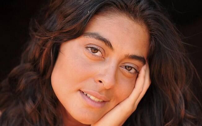 Depois de mais de três meses sem depilação, Juliana Paes conquistou o visual característico de