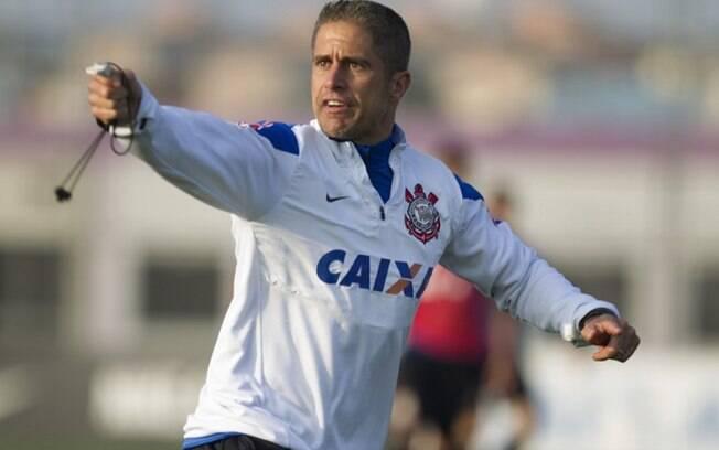 Corinthians e Sylvinho acertam detalhes e treinador fica perto de ser anunciado