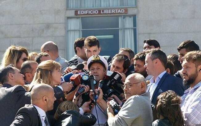 Porta-voz da Marinha Argentina, Enrique Balbi durante entrevista sobre buscas ao submarino ARA San Juan