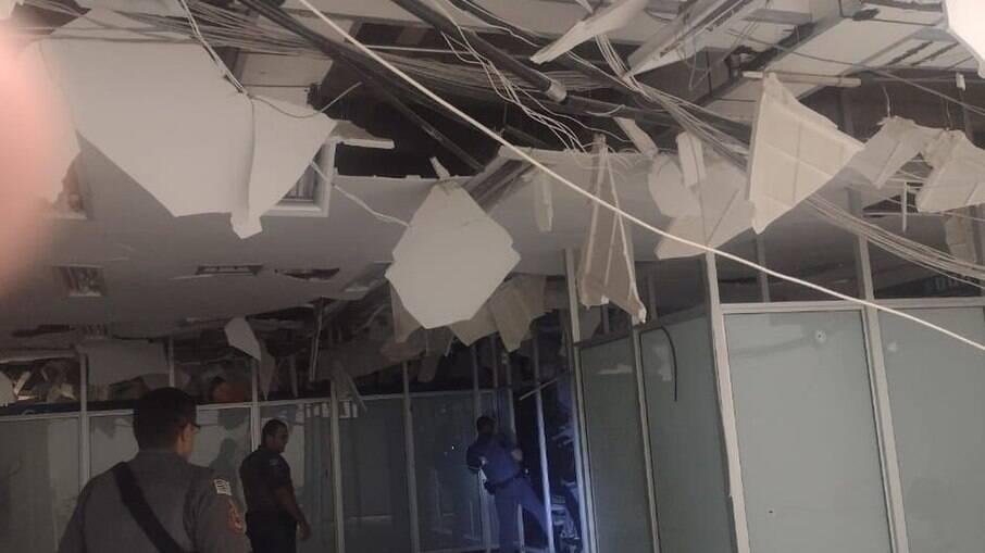 Agência bancária após assalto, em Araçatuba