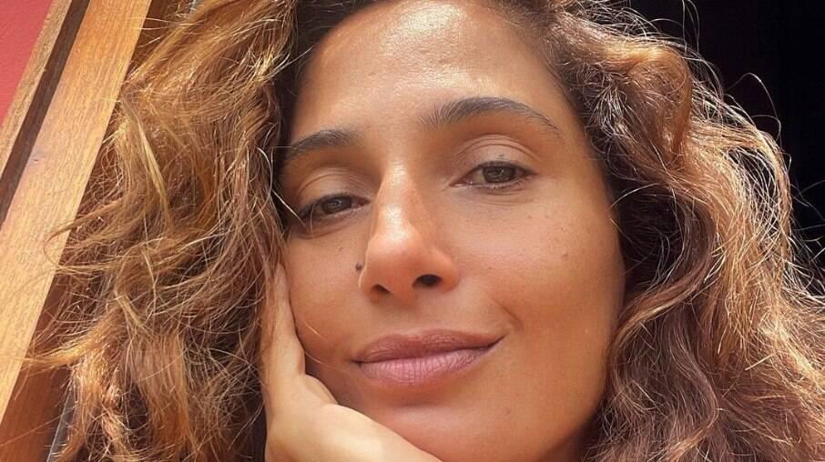 Camila Pitanga rebate críticas ao seu novo relacionamento