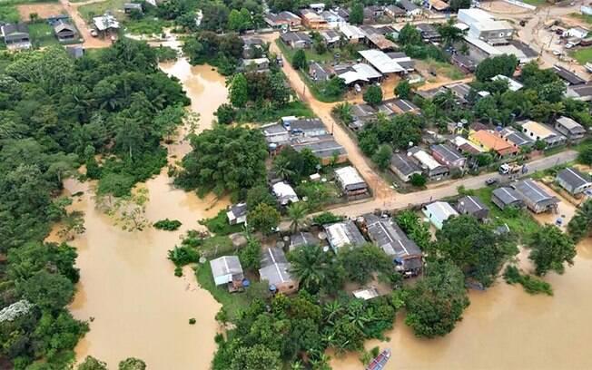 As cheias do Rio Acre já desabrigaram cerca de 8 mil pessoas em seis municípios: Assis Brasil, Brasileia, Epitaciolândia, Xapuri, Cruzeiro do Sul e Rio Branco