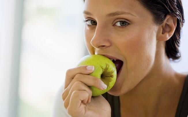 Frutas e iogurtes são lanches saudáveis e que ajudam a emagrecer