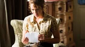 Cristina encontra a suposta carta deixada pela mãe