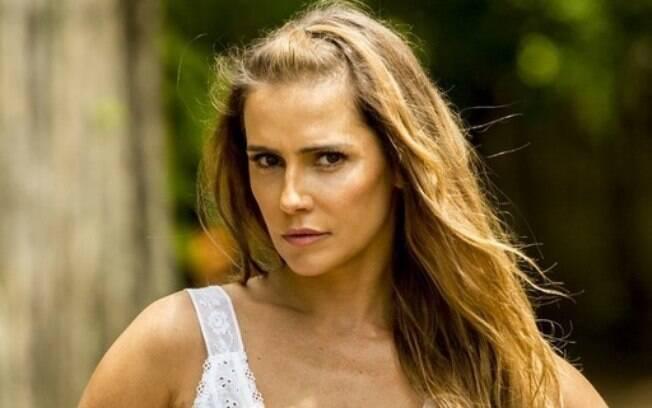 Deborah Secco se destaca como a vilã Karola em
